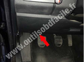 OBD connector location for Land Rover Discovery 4 (2009 - 2017), image , 2 image